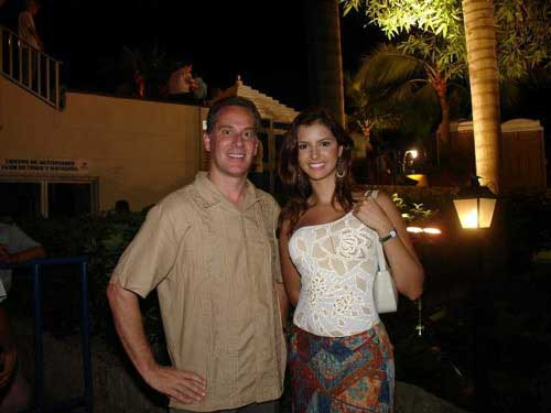 Our client with a beautiful woman from Cartagena