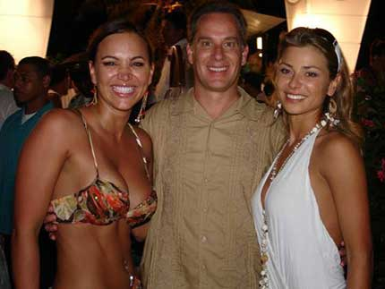 Our client with women in Cartagena seeking marriage from foreign men